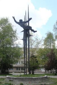 686px-Пам'ятник_В._Терешковій_у_Львові